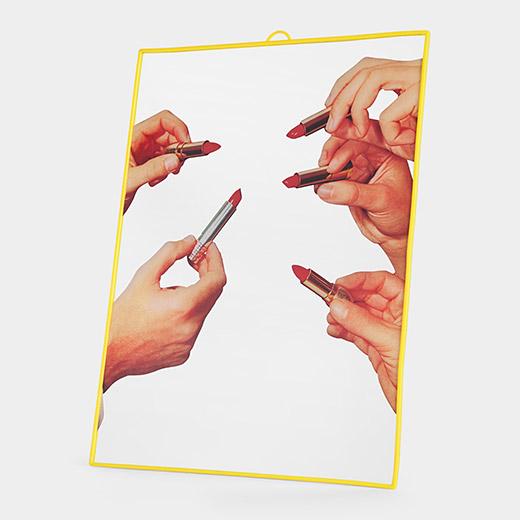 Maurizio_Cattelan_Lipstic_Mirror
